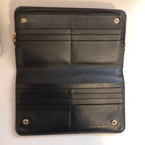 Tory Burch Bags - Tory Burch Robinson Hidden Zip Continental wallet